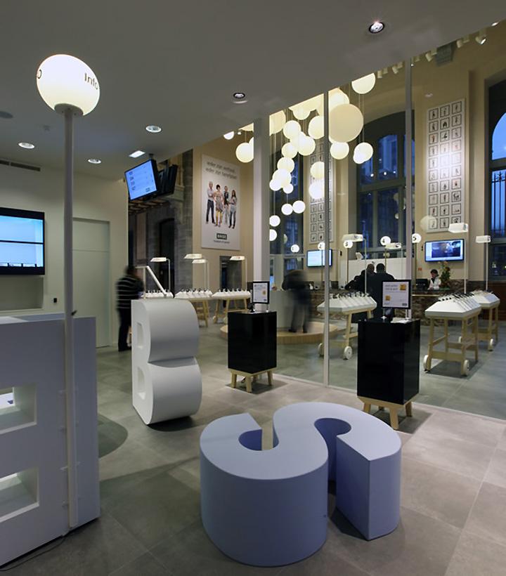 BASE-Flagship-Phone-Shop-Design-M2-Display
