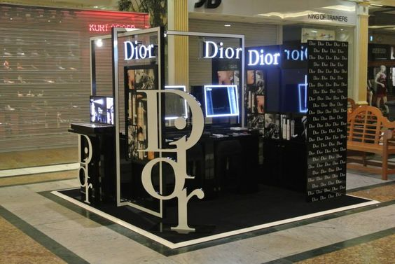 Dior Kiosk is designed for shopping center, mainly to offer make up service.