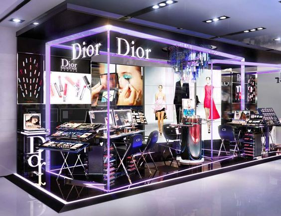 another Dior shining kiosk design, including its wood floor