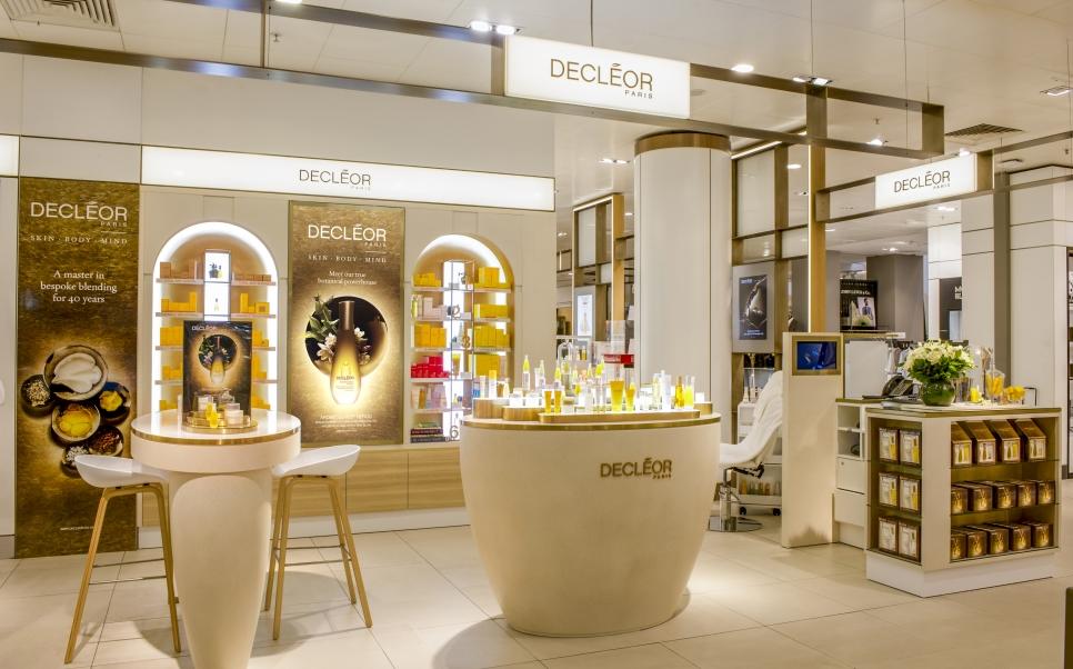 illuminated DECLÉOR Beauty Spa shop in shop mall kiosk