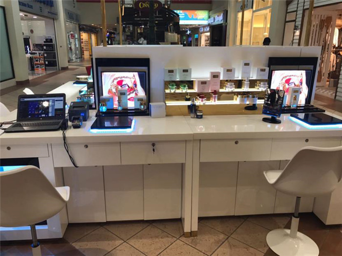 paint Gold FACE Cosmetics mall Kiosk