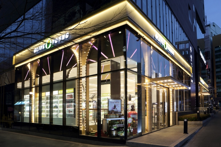 the 800th Olive Young boutique opened in Busan, Korea, around 700 square-meters of chic and magical decor and atmosphere.