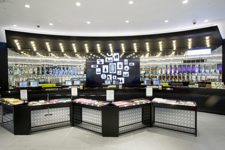 Cash counter is always a highlight in retail store design