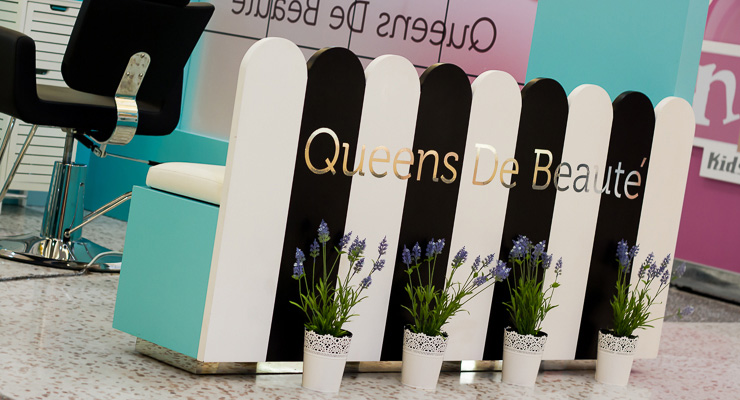 Queens De Beaute Eye Brow Threading Kiosk at Westfield Fountaingate