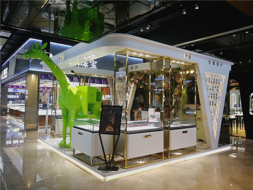 white paint Jewelry mall kiosk is flexible in shape and featured by the giraffe