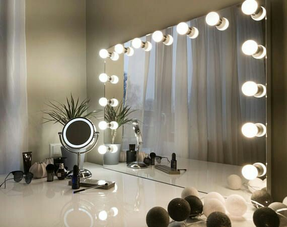 MAKE UP Mirror Work Table with LED/ Bulbs for beauty retail shop kiosk